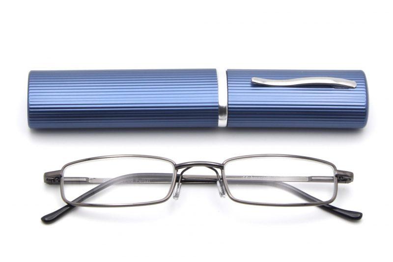 Perozi model leesbril, metaal kleur met een blauwe brillenkoker, frontview, gesloten pootjes